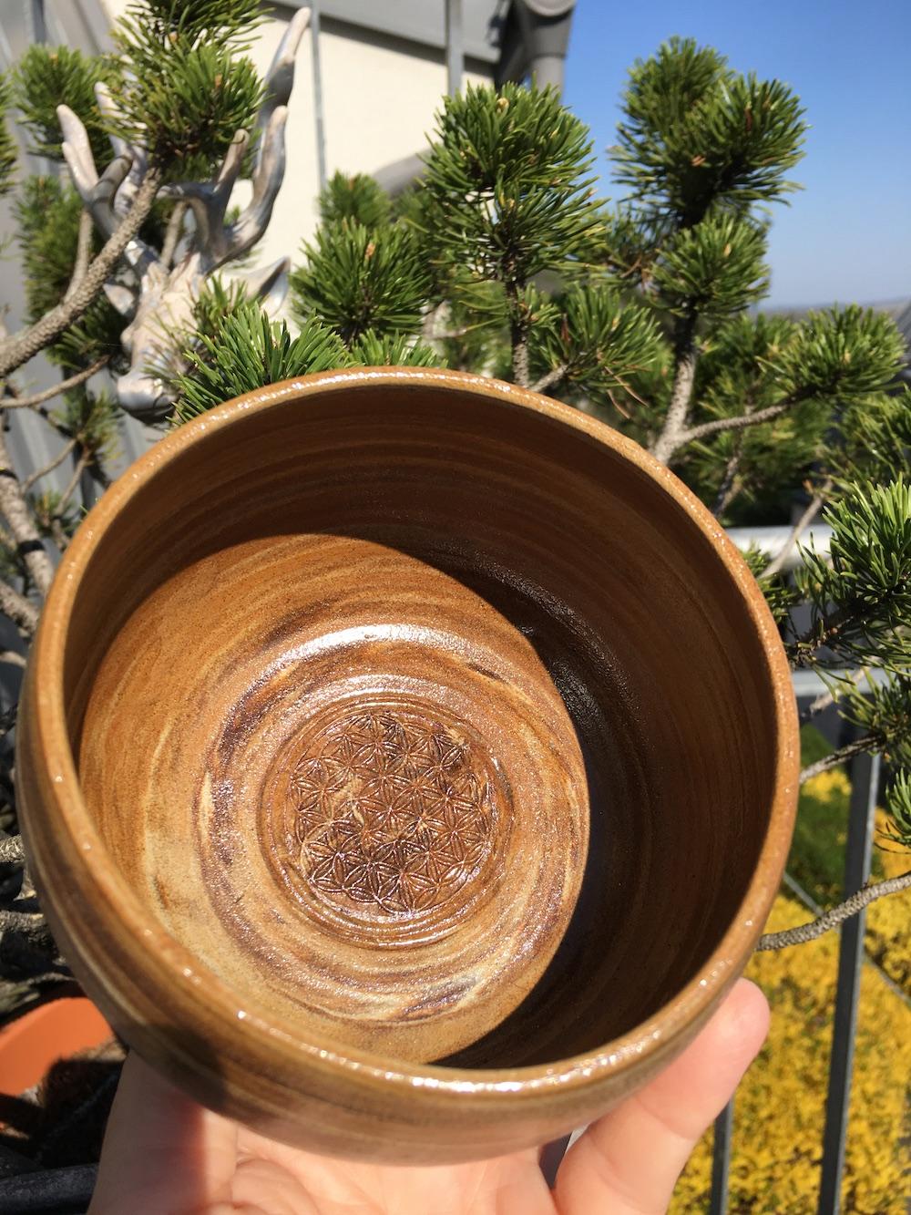 Müslischale mit Agnihotraasche und Blume des Lebens