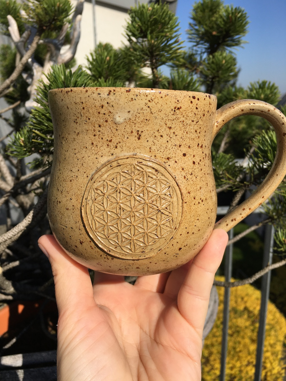Tasse mit Blume des Lebens und Agnihotraasche 3
