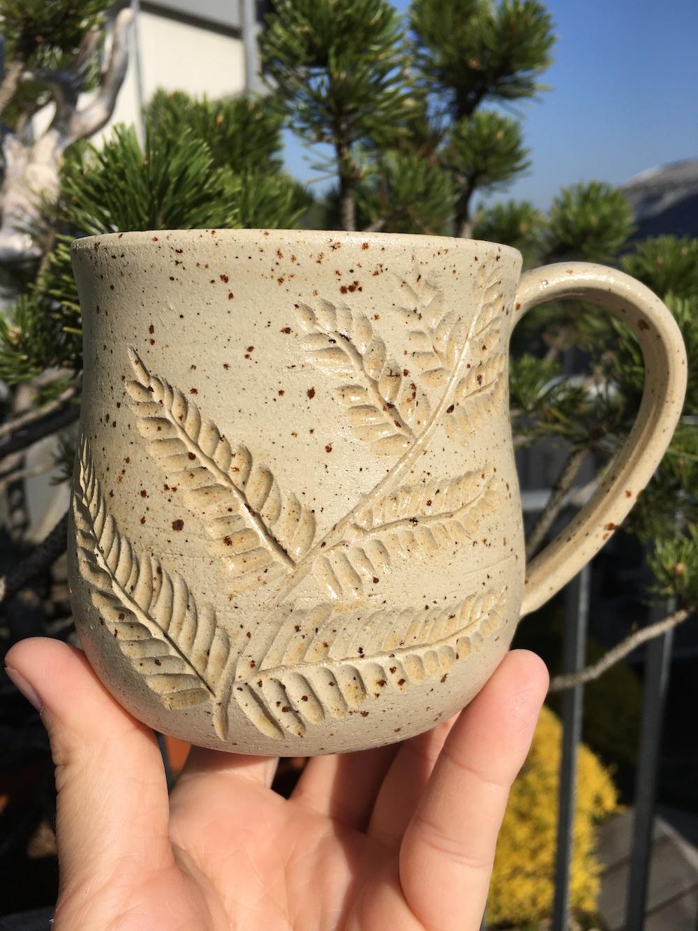 Tasse mit Farn und Agnihotraasche 2