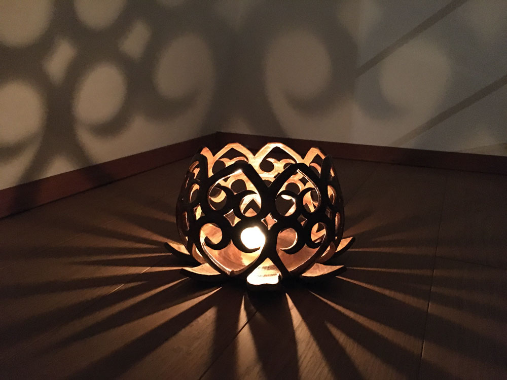 "Kerzenhalter ""Lotus"" aus Agnihotra-Ton"
